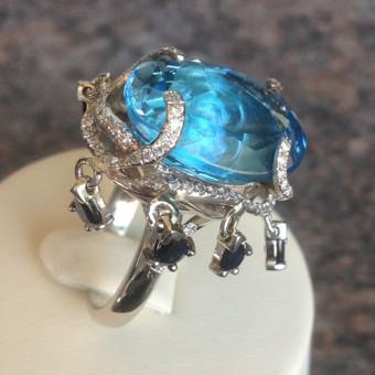 Кольцо в форме осьминога с бриллиантами