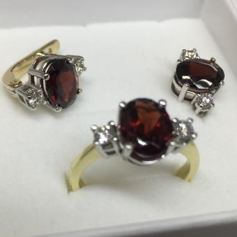 Ювелирный гарнитур с рубинами и бриллиантами (кольцо + серьги)
