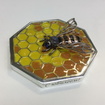 Ювелирная пчела с эмалью
