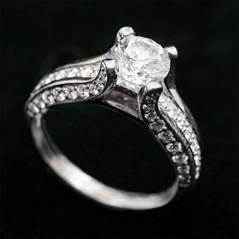 Помолвочное кольцо белое золото 750 проба центральный камень 0,94ct