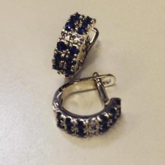 Серьги половинки круга с бриллиантами и сапфирами